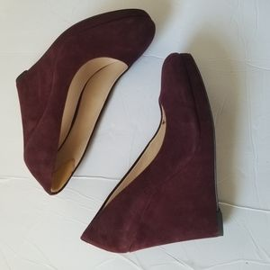 Nine west 8 1/2 suede wedge close toe shoes